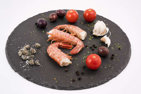 the ingredients to prepare the prawns on a stone surface Standard-Bild