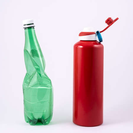 the ecological choice: from the plastic bottle to the reusable aluminum bottle. Standard-Bild