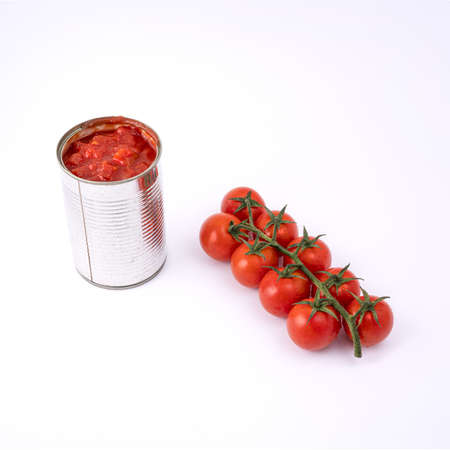 The transition from fruit to tomato sauce in a tin can Standard-Bild - 160315246