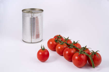The transition from fruit to tomato sauce in a tin can Standard-Bild