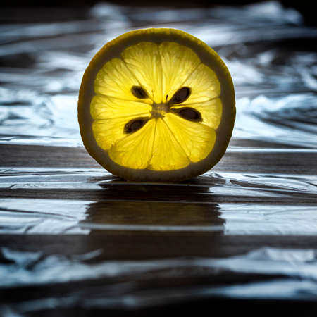 view of the transparent light of an lemon slice Standard-Bild - 162574032