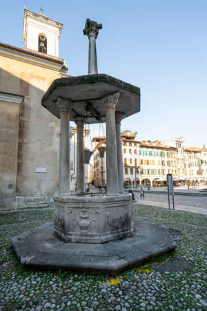 Udine, Italy. February 11, 2020. Diogenes lantern (the Diogene lantern) ancient well in St. James square Standard-Bild - 163757388