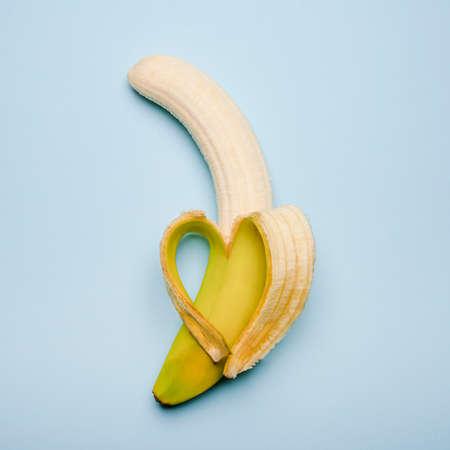 a heart-shaped banana made from the peel Stockfoto