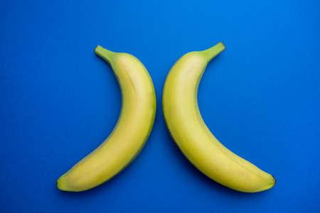 two opposing bananas