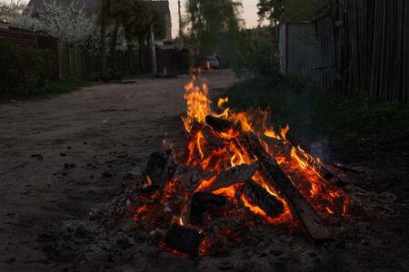 glut: Flamme, Feuer und Glut