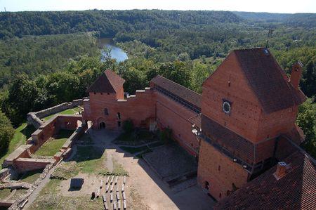 sigulda: Turaida Castillo, situado en Sigulda, Letonia. Popular turistas que visitan el lugar.  Foto de archivo