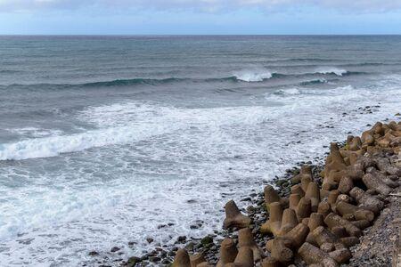 Aardachtergrond met kiezelstenen op de kust van het Eiland van Madera.