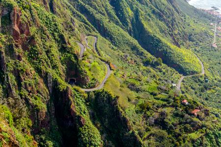Schilderachtige en majestueuze groene bergen van Madeira, Portugal.