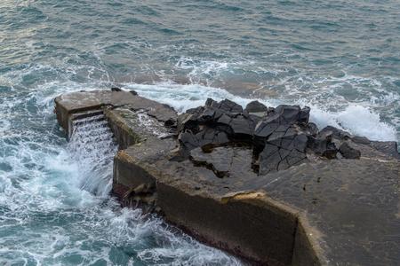 Trappen om te zwemmen in de zee, aanmeren met trappen, Madeira, Funchal