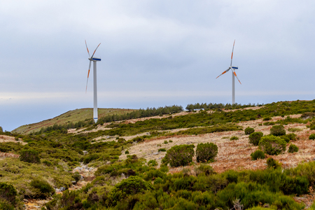 Elektrische windmolen op het Eiland Madera Paul DA Serra, Portugal