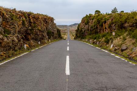 Rechte weg op het eiland Madeira, het plateau Paul da Serra, Portugal.