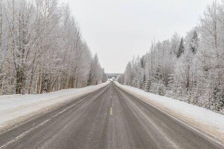 Russische winter. Vorst in Siberië. Sneeuw weg Stockfoto