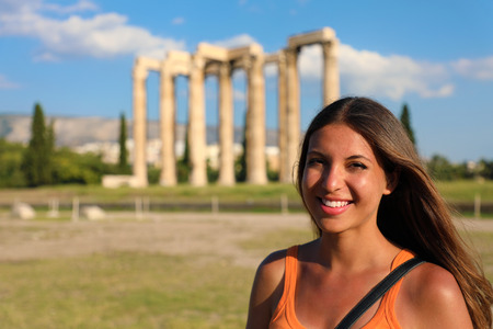 Smiling woman with the greek temple of Olympian Zeus on the background, Athens, Greece Banque d'images