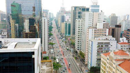 Rascacielos en la Avenida Paulista en la metrópolis de Sao Paulo, Brasil