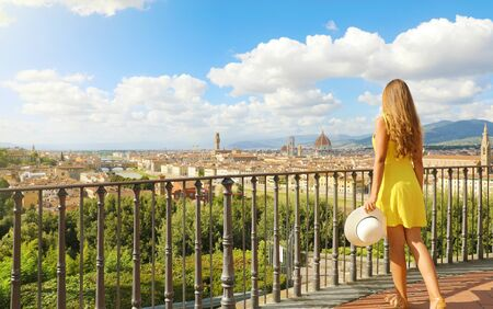 Beautiful woman in Florence birthplace of the Renaissance. Full length view of pretty girl enjoying panoramic view of Florence city in Tuscany, Italy. Stockfoto