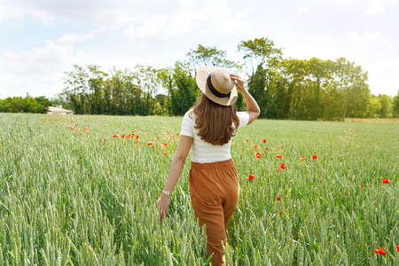 Back view of a young woman who regenerates herself walking in the nature Archivio Fotografico