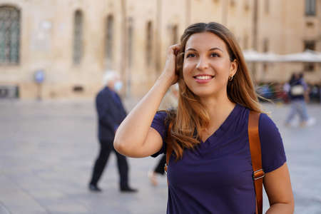 Close up portrait of delightful cheerful latin woman with toothy smile having a walk in a foreign city Archivio Fotografico