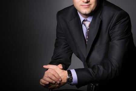 ファッション スーツを着たエレガントな男。正式な摩耗で実業家。