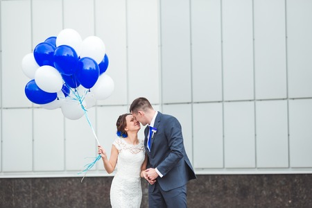 romantic flowers: Happy bride and groom celebrating wedding day with balloons. Stock Photo