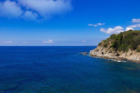 paisaje mediterraneo: Mediterranean landscape with rocks and blue sky.