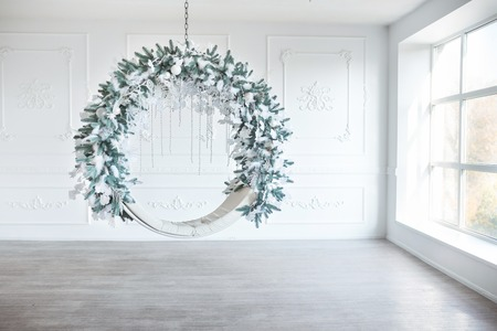 Christmas minimalism. White sitting ring with christmas decoration in modern white classical interior. Minimal christmas new year concept. Standard-Bild - 112972544