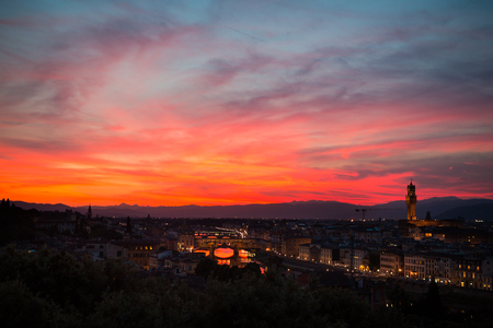 Amazing sky and Aerial view of Florence at sunset with the Ponte Vecchio and the Arno river. Tuscany, Italy 스톡 콘텐츠
