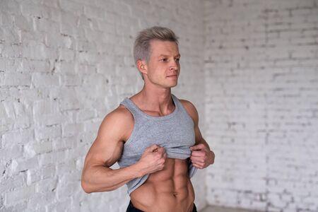 Portrait of shirtless muscular man in a jeans. Standard-Bild
