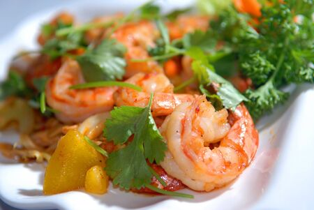 thai pepper: The big tiger shrimps with vegetables and nuts