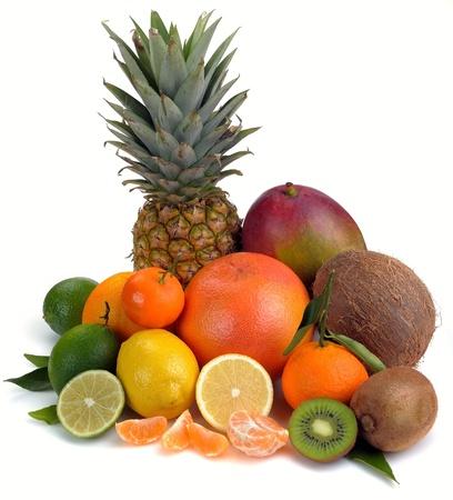 set van citrus en tropische vruchten op witte achtergrond
