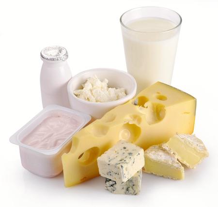 latte fresco: Latte formaggio yogurt uova su sfondo bianco Archivio Fotografico
