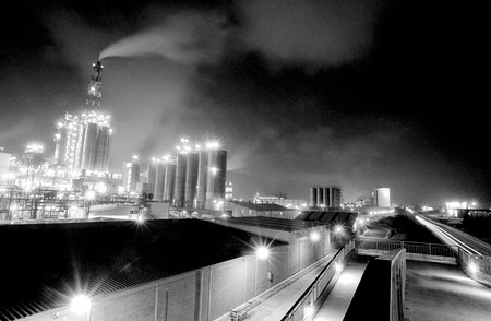 taint: Air pollution in a oil refinery in Tarragona, Spain Stock Photo
