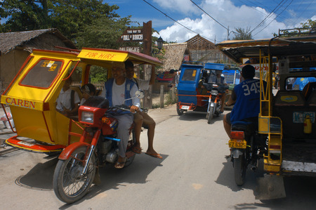 pinoy: Tut tuc. Moto-taxis. Tricycles. Carretera Central Boracay.