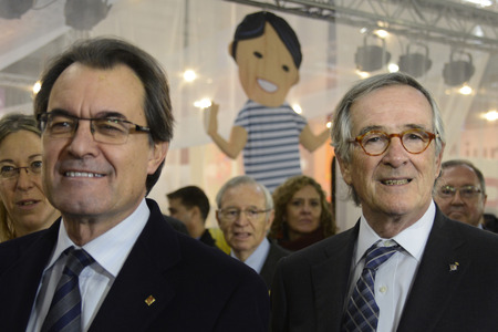 generalitat: The Childrens Festival has opened its doors today in its 50th edition with over a hundred fun activities for the little ones spread over 43,000 square feet of the Montjuïc by transiting expected 95,000 people until the 4th of January. the President of t