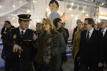 generalitat: The Childrens Festival has opened its doors today in its 50th edition with over a hundred fun activities for the little ones spread over 43,000 square feet of the Montju�c by transiting expected 95,000 people until the 4th of January.