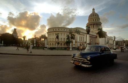 nacional: Old car 1950s Chevrolet passing the Capitolio Nacional, Havana, Cuba