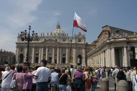 st  peter's basilica pope: Pilgrims in Easter Mass at St. Peters Basilica, Vatican, Rome, Lazio, Italy, Europe