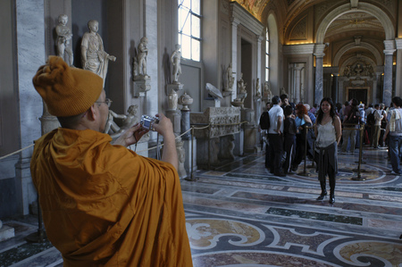 mondial: Asian tourists in the Vatican Museum in Vatican City a city-state that is surrounded by Rome Italy Editorial