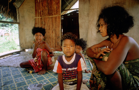 jah: Orang Asli tribe in Taman Negara National Park in central Malaysia. Woman with her children in the hut.