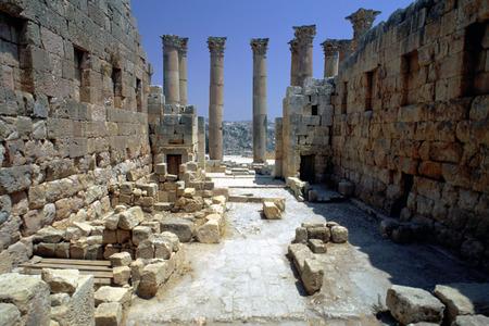 Roman ruins at the temple of Artemis, Jerash, Jordan Stock Photo