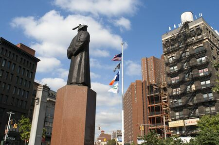 Chatham Square in Chinatown, Manhattan has erected a statue of Lin, commemorating the pioneer in real combat drug work. Manhattan, New York, USA.