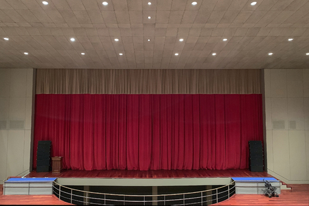 view of empty theater stage with red curtains Reklamní fotografie