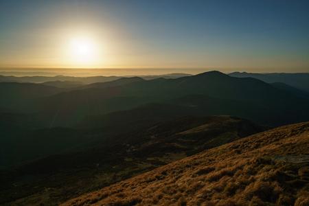 Tramonto sulle montagne - paesaggio dei Carpazi ucraini, Chornohora Archivio Fotografico