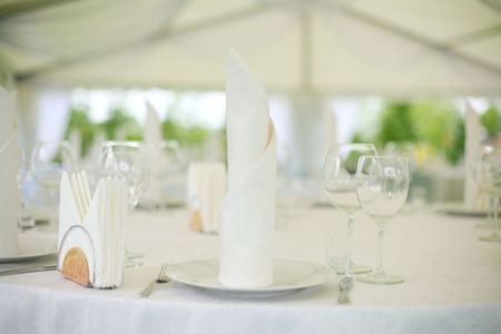 set up: Elegant tables  set up for a wedding banquet Stock Photo