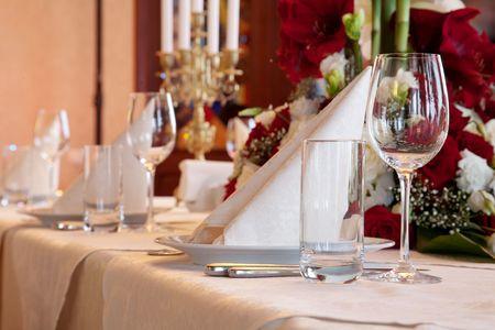 テーブル セットとサラダは結婚披露宴のため提供しています。 写真素材