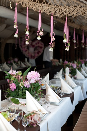 At the banquet table is svadebn�y bouquet. The restaurant welcomes guests to the celebration