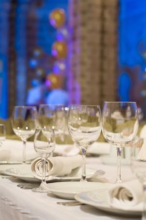 レストラン、宴会の前に準備のバンケット テーブル