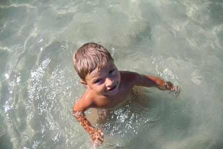 babie: A little boy asks to learn to swim.
