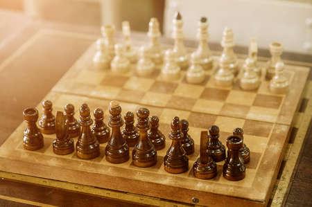 첫 번째 이동의 왕에서 볼 전당포 체스 보드에 가까이