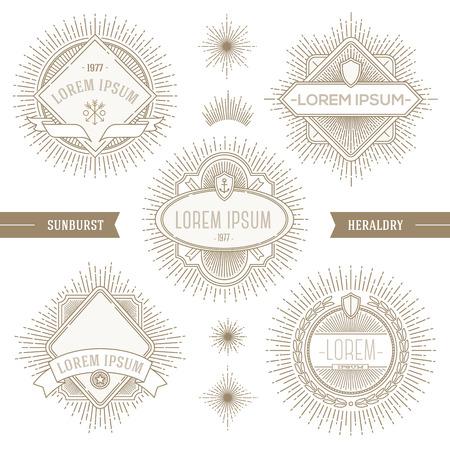 Vector set van de lijn heraldische emblemen en etiketten met zonnestraal stralen Stock Illustratie