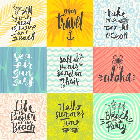 Ensemble de vacances d'été et main tropical vacances affiches tirées ou carte de voeux avec des citations de calligraphie manuscrites, la phrase et des mots. Vector illustration